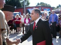 """{  MARINE VET AWARDED BRONZE STAR FOR AFGHANISTAN HEROISM  }  #MarineCorpsTimes ..... Veteran Sgt. Robert Lopez shielded another Marine from an improvised grenade blast. Then when his team was taking fire, he jumped on a wall to see where it was coming from so he could shut it down. """"As a leader, I ... always told my guys that they would go home alive before I would.""""  .... http://www.marinecorpstimes.com/story/military/2015/10/02/marine-vet-awarded-bronze-star-afghanistan-heroism/73169692/"""