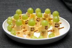 Fun Food Kids winter schneemann snowman cheese käse weintrauben grapes salzstangen easy einfach schnell fast party gouda crema di balsamico buffet silvester