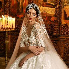 """Pjese nga prezantimi i koleksionit 2016 te fustaneve te nuserise! """"Frida, Xhoi & Xhei"""" kete vit mendoi qe luksin, hijeshine, elegancen, finesen, bukurine e ketij koleksioni dhe te modeleve tona ta shkrinte me bukurine e vjeter disashekullore dhe unike te muzeut """"Onufri"""" ne Berat. Shijojeni! #makeuphair#fridaxhoiandxhei#videoshoot #fashion #weddingday #wedding #gettingmarried #bridetobe #bride #weddingdress #dreamdress #dreamwedding #dress#dreamdress#fashionblogger#royaly @nikideligiorgi @..."""