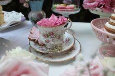 Quem não ama uma xícara com flor dentro?