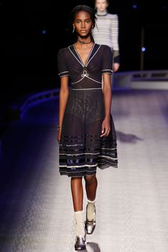See the complete Tommy Hilfiger Fall 2016 Ready-to-Wear collection.