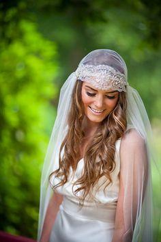 Juliet Cap silver beaded veil skull cap par Megantheresecouture