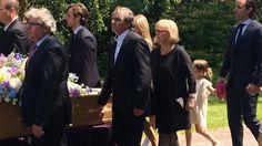 Foto's: Albert West in kleine kring begraven