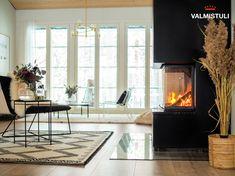 Valmistuli on uudisrakentajan tulisijapalvelu Black Fireplace, Scandinavian Interior, Tuli, Home Decor, Decoration Home, Room Decor, Home Interior Design, Home Decoration, Black Fireplace Mantels