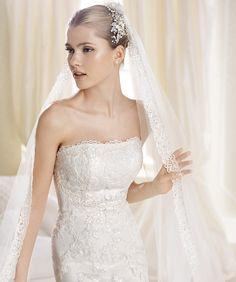 Feminitatea și grația, întruchipate într-o rochie de mireasă perfectă: http://www.cristalmariage.ro/colectia-2014/la-sposa/colectia/idana