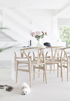 Dream of a home in Copenhagen Scandinavian Kitchen, Scandinavian Interior, Dining Room Inspiration, Interior Design Inspiration, Interior Design Living Room, Interior Decorating, The Way Home, Minimalist Interior, Wishbone Chair