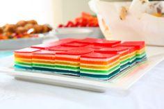 Postres originales: cubos de gelatina multicolor