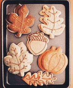 My mother has a friend who decorates fall cookies with the same cutters… So cute! My mother has a friend who decorates fall cookies with the same cutters, only in fabulous vivid autumn colors. Biscuits, Fall Cookies, Thanksgiving Cookies, Cupcakes, Fall Treats, Fall Baking, Fall Recipes, Autumn Recipes Baking, Cookie Decorating