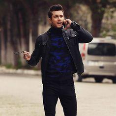 Canberk'in delikanlı tripleri nasıldı?   Kalk Gidelim Big And Rich, Turkish Actors, Videos Funny, Bomber Jacket, Style Inspiration, Boys, Jackets, Tv, Fashion