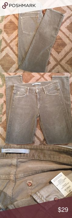 Vince Tan Cords Size 27 Like New High Quality Vince Cords in a beautiful shade of Tan. Soft fabric makes them outstanding in comfort. Size 27 No issues. Vince Pants Skinny