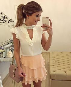 {Sunday} De @donnaritzoficial  Blusa com bordado de pérolas com saia de babados! ❤️ • #lookdodia #lookoftheday #ootd #selfie #blogtrendalert