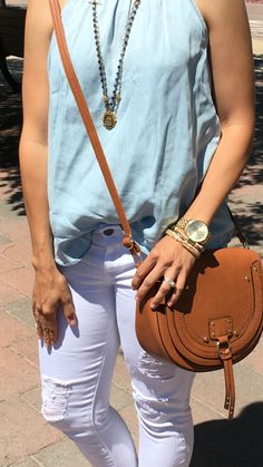 Summer Neutrals | Ripped Denim | how to style a crossbody bag | white jeans outfit | spring style | spring fashion | styling for spring and summer | warm weather fashion | style ideas for spring | fashion tips for spring || The Flexman Flat