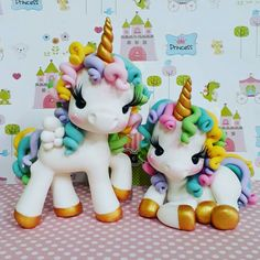 Fondant Cookies, Fondant Toppers, Cupcake Cakes, Cupcakes, Unicorn Birthday Parties, Unicorn Party, Decors Pate A Sucre, Pony Cake, Unicorn Cake Topper