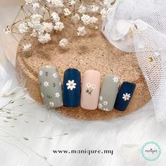 Which design you prefer? Spring is the most playful season of the year, so it's time to dress up your nails with charming colours and floral designs. Nail Art Pastel, Floral Nail Art, Cute Nail Art, Cute Nails, Pretty Nails, Daisy Nail Art, Daisy Nails, Korean Nail Art, Korean Nails