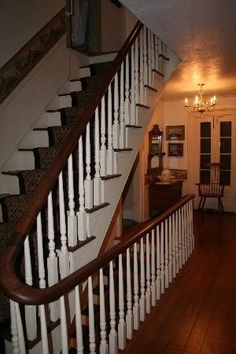 Willard Richards Inn: Staircase picture taken from 2nd floor