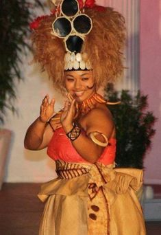 Miss Urshla in the Miss American Samoa pageant with her winning Traditional Wear Samoan Dance, Samoan Dress, Polynesian Culture, Polynesian Art, Polynesian Islands, Samoan Tattoo, South Pacific, American, Moana