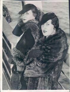 1936 GLORIA VANDERBILT AND SISTER THELMA FURNESS WIRE PHOTO