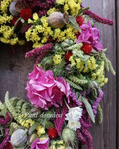Added by @pani_domaca Instagram post Z dedinskej záhradky... veselý a farebný ako letné dni. Všetko domáce kvety a aj základ z voňavého sena. Určite bude pekný aj po usušení. #summer #summerwreath #countrywreath #countrygarden #floristic #naturewreath #mypassion #flowersfromslovakia #localflowers #mygarden #hydrangea #limonium #papaver #nigella #amaranthus #veniec #leto #letnyveniec #vidiek #vidieckazahrada #mojazaluba #hortenzia #cernuska #limonka #lokalnekvety #kvetyzdediny #domov… Small Farm, Growing Flowers, Windmill, Floral Wreath, Gardening, Wreaths, Nigella, Country, Instagram
