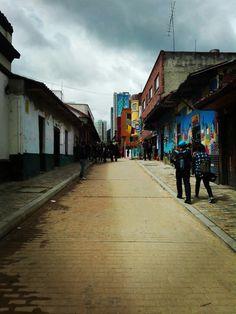 #Street #Bogotá #Colombia #LaCandelaria #EncontrasteLaCandelaria ¡Qué día tan frío y lindo que está haciendo en La Candelaria, Bogotá!  Fotografía tomada por: Carolina González Chaparro