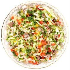 Receita de Salada Mista. Uma salada hiper colorida com muitos ingredientes e totalmente nutritiva. Assim fica fácil de comer salada.