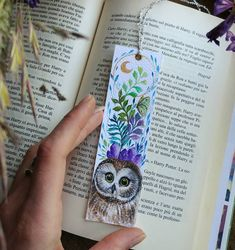 🌿Available in the shop 🌿 . . Original Northern Saw-whet Owl bookmark entirely hand painted with watercolors @winsorandnewton and golden…