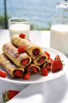 French Toast Roll Ups, Nutella French Toast, Nutella Breakfast, Strawberry French Toast, Donuts, Roll Ups Recipes, Recipetin Eats, Cupcakes, Nutella Recipes