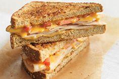 Vous avez envie d'un sandwich grillé au fromage fondant? Cette version campagnarde devrait vous satisfaire entièrement : composée de tranches de poulet, de tomate, de SINGLES KRAFT et de moutarde de Dijon, elle sort de l'ordinaire!