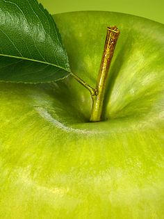 Green Apple for the fourth chakra. World Of Color, Color Of Life, Green Day, Blue Green, Bright Green, Green Life, Palette Verte, Granny Smith, Green Nature