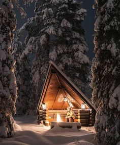 Warming up in a winter shelter surrounded by stillness Design Winter Cabin, Cozy Cabin, Tiny House Nation, Cabin In The Woods, Winter Scenery, Cozy Place, Cabin Homes, Outdoor Survival, Land Scape