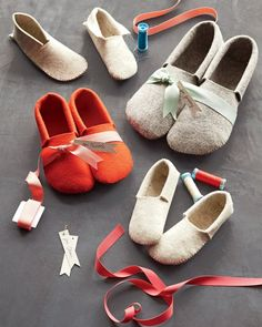 Stephanie's Sewn Felt Slippers, pattern and size adjustment guide for shoe size.