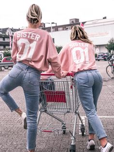 bff, friendship goals, twinstyle fashion, blondes, best friend, best friend fashion, tumblr bilder, hamburgerhaenger, haengercrew, couple goals, girl power, summertime, outfit inspo, sister, sister from another mister, girls squat, partnerlook, partner style, partner fashion, festival style, twinning, best friends forever, summer, road trip, girls, levis, partner tshirts,  sister tshirts, holiday, best friend shooting, spring time, beach, beach girls, city trip