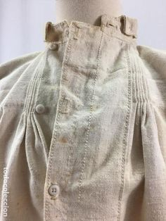 Antiques: Antique linen shirt - Photo 6 - 100025519 Not century but the construction is interesting enough to look at, some of the construction is similar. Shirt Collar Styles, Shirt Blouses, Shirts, Fashion Design Sketches, Irish Lace, Mens Fashion, Fashion Outfits, Historical Clothing, Congo