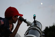 Stargazing Tips for Kids! Enjoy family time at the end of the summer by looking into a telescope, binoculars or with the naked eye. Lay on the back deck and explore the night sky together! Lessons For Kids, Science Lessons, Discovery Toys, Vbs Themes, Nature Study, Summer Activities, Space Activities, Kids Events, Summer Kids
