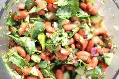 Ensalada de frijoles rojos y cilantro.   23 Ensaladas sin lechuga que sí querrás comer