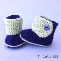 Botitas para bebes de crochet de color azul marino y verde pistacho suave