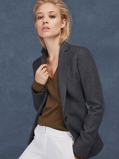 Elegant FW 2016 women's cashmere at Massimo Dutti, must-haves for the season. Discover black or white cashmere sweaters and cardigans in our collection.