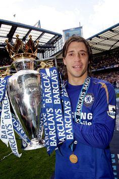 Hernán Crespo with the league trophy Chelsea Fc, Chelsea Football Team, Association Football, Most Popular Sports, Best Club, Stamford Bridge, English Premier League, Professional Football, Fulham