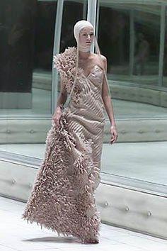 Alexander McQueen Spring 2001 Ready-to-Wear Fashion Show Collection #alexandermcqueenreadytowear