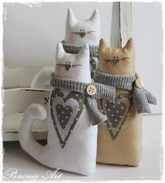 I like these cats! I want to fill them with rice and use them as doorstops.