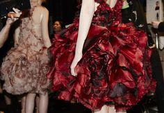 En backstage du défilé Alexander McQueen automne-hiver 2015- 2016 http://www.vogue.fr/mode/inspirations/diaporama/fwah2015-en-backstage-du-dfil-alexander-mcqueen-automne-hiver-2015-2016/19586