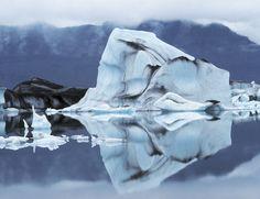 Vatnajokull El espectacular glaciar Vatnajökull, el mayor de Islandia y el segundo de Europa, es una de las principales ubicaciones  de la serie de la HBO. ¿No os parece estar viendo a Jon Nieve pasando frío por estas tierras?