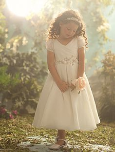 Pretty vintage looking flower girl dress