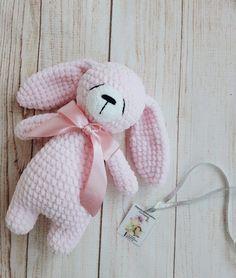 Mesmerizing Crochet an Amigurumi Rabbit Ideas. Lovely Crochet an Amigurumi Rabbit Ideas. Crochet Bunny Pattern, Crochet Rabbit, Crochet Bear, Crochet Patterns Amigurumi, Cute Crochet, Amigurumi Doll, Crochet Dolls, Amigurumi Minta, Knitting Patterns