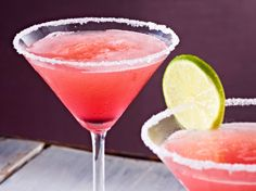 Unser beliebtes Rezept für Alkoholfreier Cocktail aus Rosa Grapefruit und Limetten und mehr als 55.000 weitere kostenlose Rezepte auf LECKER.de.