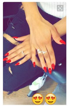 These red nails are so cute!