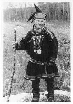 Finland-Sami by zimtschnecke28, via Flickr Finland Culture, Norwegian Clothing, Kola Peninsula, Lappland, National Art, African Tribes, First Nations, Old Photos, Norway