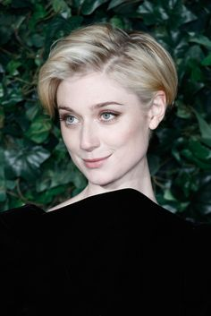 Elizabeth Debicki Messy Cut - Elizabeth Debicki looked cute with her mussed-up hair at the London Evening Standard Theatre Awards.