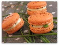 Macaroons with goat cheese and Espelette pepper – The delicacies of Charmela! Macaron Flavors, Macaron Recipe, Veggie Recipes, Gourmet Recipes, Crockpot Recipes, Vanilla Macarons, Macaron Cookies, Savory Tart, Easy Cooking