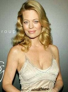 Jeri Ryan came to fame as the super-sexy Borg Seven Of Nine in Star Trek: Voyager. She has since appeared in a number of TV roles, but has not. Female Actresses, Hollywood Actresses, Actors & Actresses, Jeri Ryan, Seven Of Nine, Star Trek Characters, Star Trek Series, Photo Portrait, Star Trek Voyager