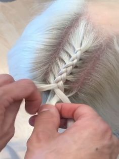 Wie Dutch Braid Video Tutorials & Fab Frisuren Do you wanna learn how to braid your own hair? Well, just visit our web site to seeing more amazing video tutorials! Box Braids Hairstyles, Cool Hairstyles, Hairstyles Videos, Curly Hair Styles, Natural Hair Styles, Braiding Your Own Hair, Trending Hairstyles, Hair Videos, Braid Styles